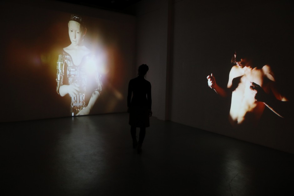 27-Reborn-© Justine Emard - adagp2017---with Mirai Moriyama and Alter - Ishiguro and Ikegami lab